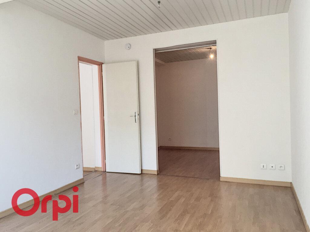 Appartement à louer 2 50m2 à Bar-le-Duc vignette-4