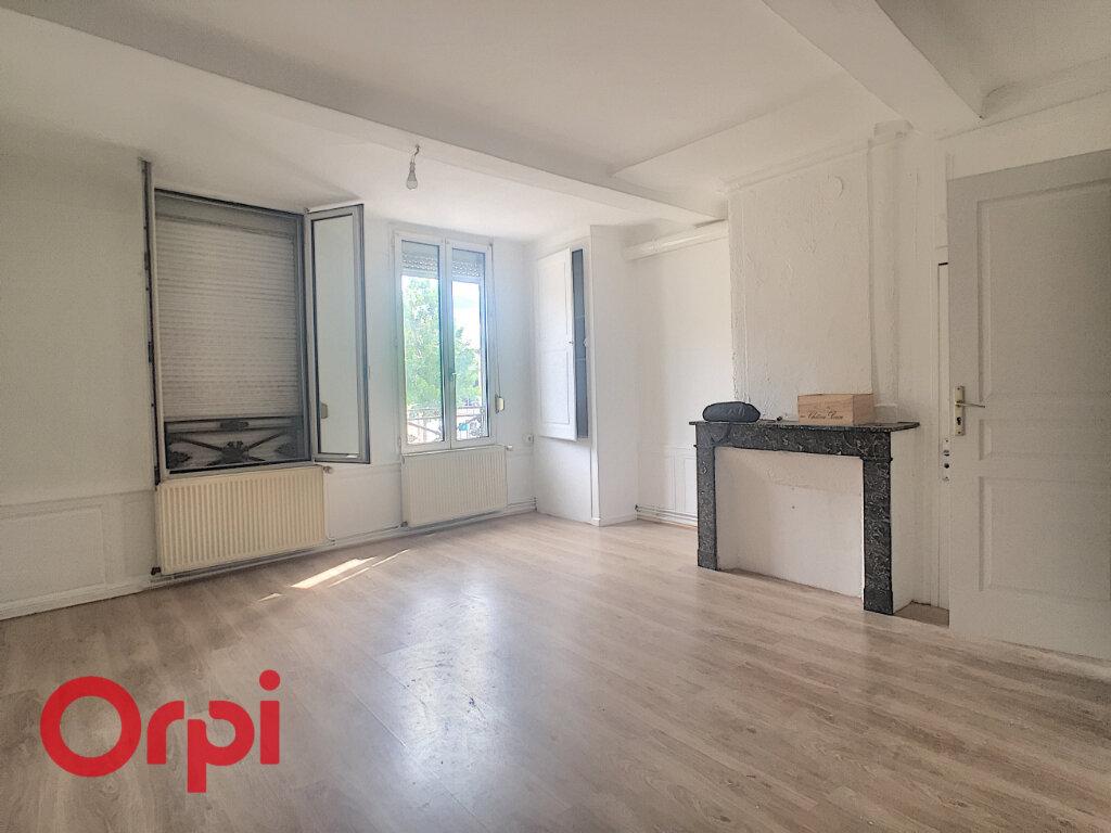 Appartement à louer 4 108m2 à Bar-le-Duc vignette-2
