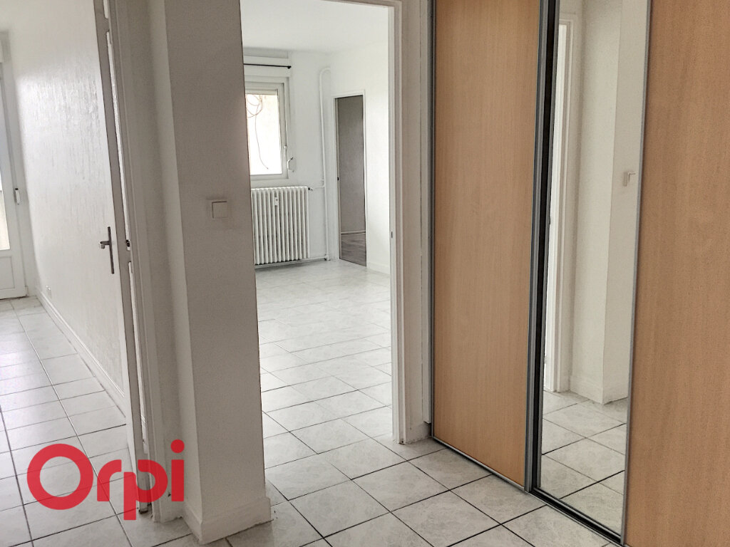 Appartement à louer 4 68m2 à Bar-le-Duc vignette-1
