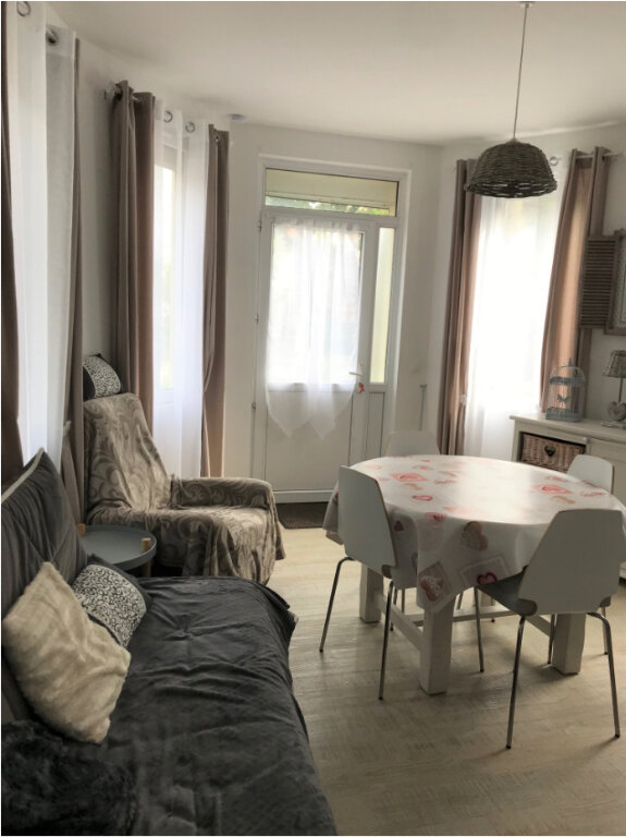 Appartement à louer 3 50m2 à Ouistreham vignette-3
