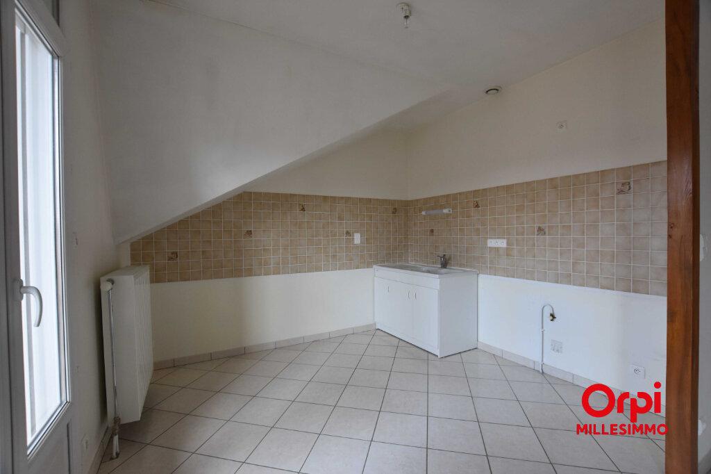 Appartement à louer 3 62.79m2 à Saint-Laurent-de-Chamousset vignette-2
