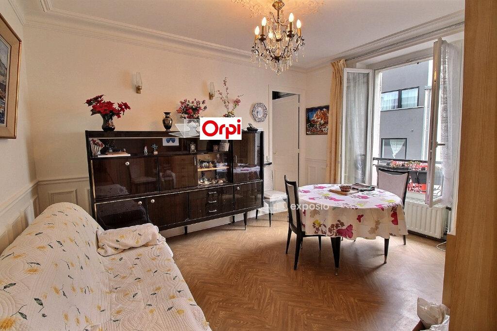 Appartement à vendre 5 75m2 à Paris 18 vignette-1