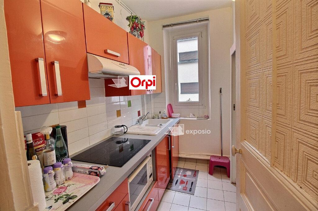 Appartement à vendre 5 75m2 à Paris 18 vignette-4