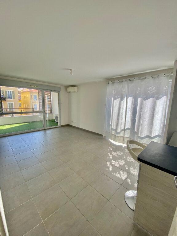 Appartement à louer 2 46.64m2 à Nice vignette-2