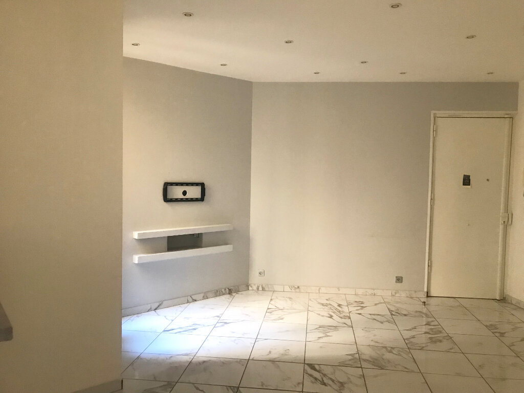 Appartement à louer 2 40.5m2 à Nice vignette-4