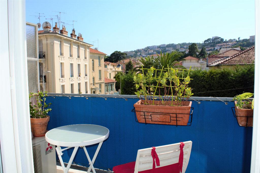 Appartement à louer 1 29m2 à Nice vignette-2