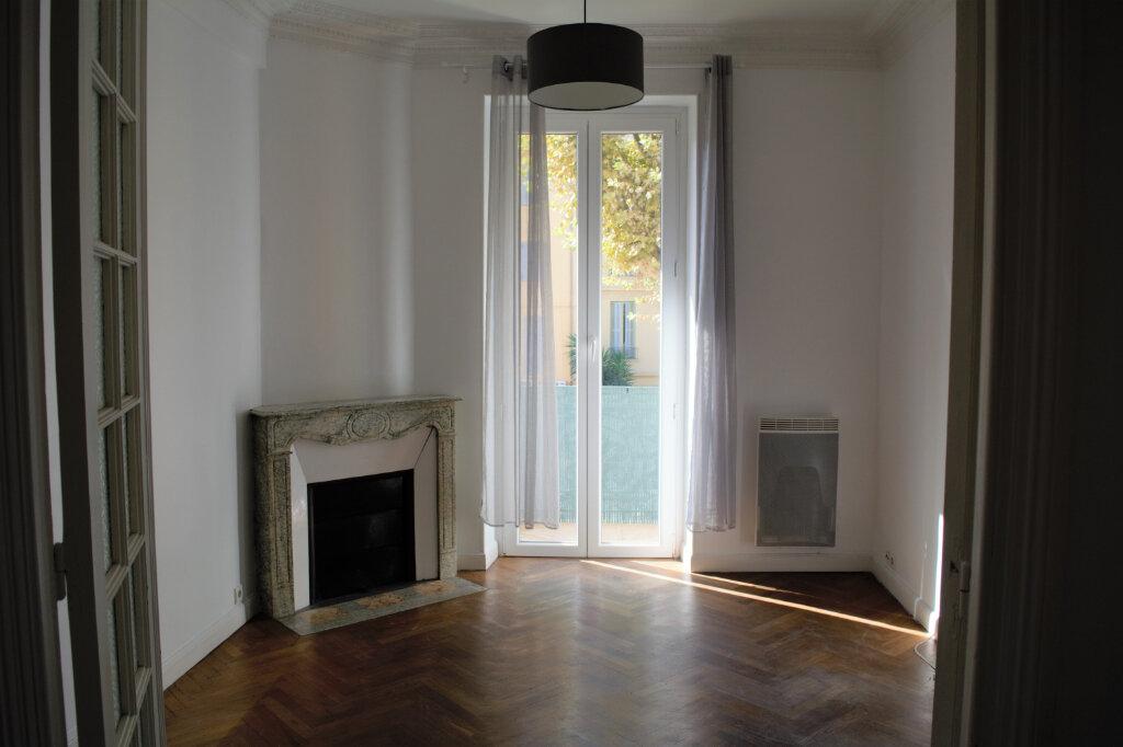 Appartement à louer 2 45.88m2 à Nice vignette-2