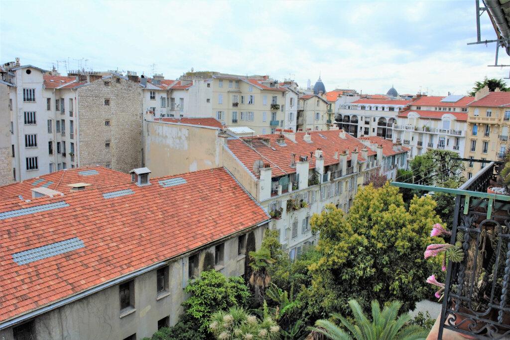 Appartement à louer 3 68m2 à Nice vignette-3