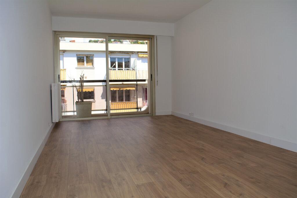 Appartement à louer 3 59m2 à Nice vignette-1