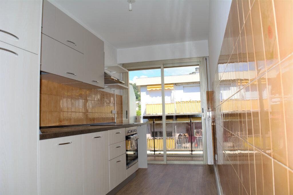 Appartement à louer 3 59m2 à Nice vignette-3