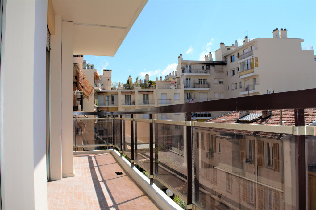Appartement à louer 4 71.59m2 à Nice vignette-3