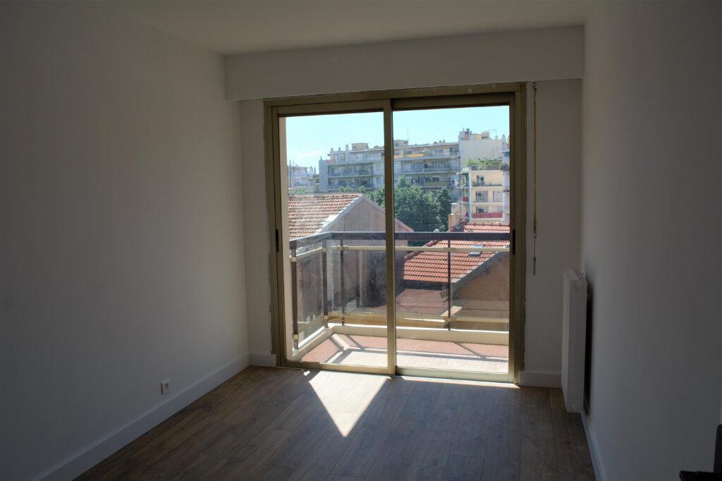Appartement à louer 4 71.59m2 à Nice vignette-5