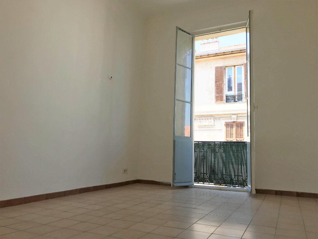 Appartement à louer 3 53m2 à Nice vignette-1