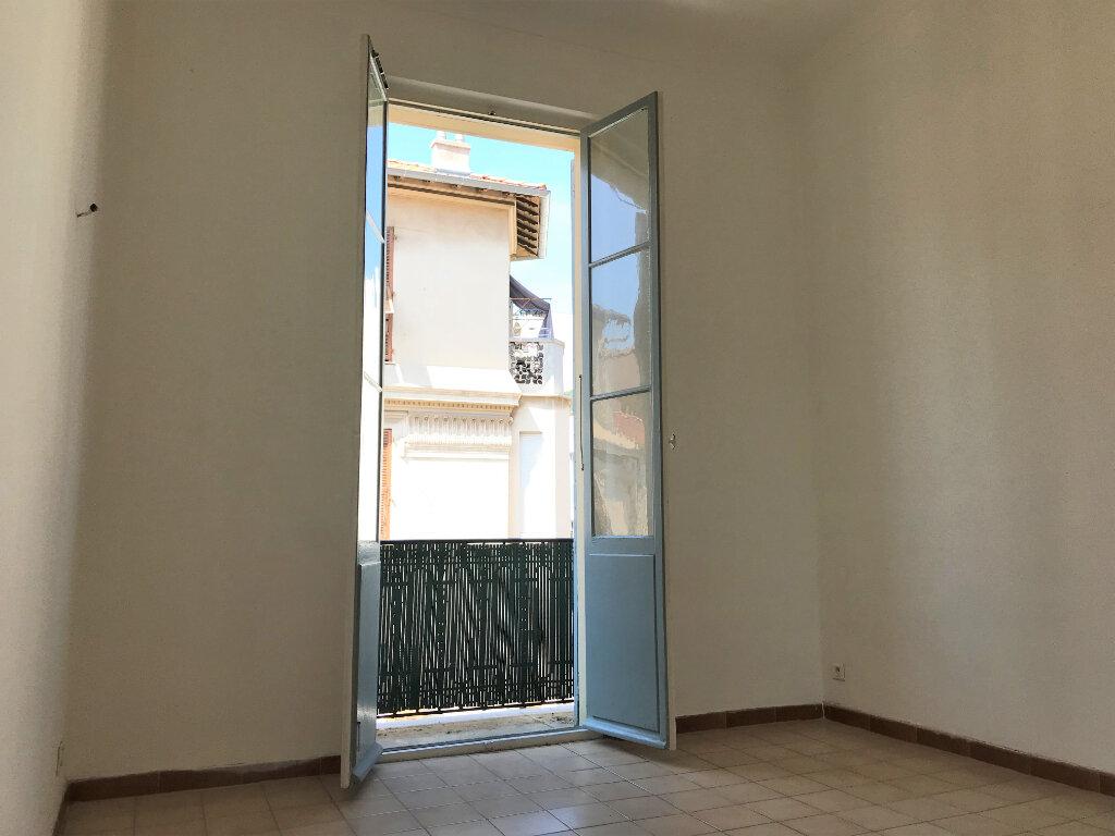Appartement à louer 3 53m2 à Nice vignette-2