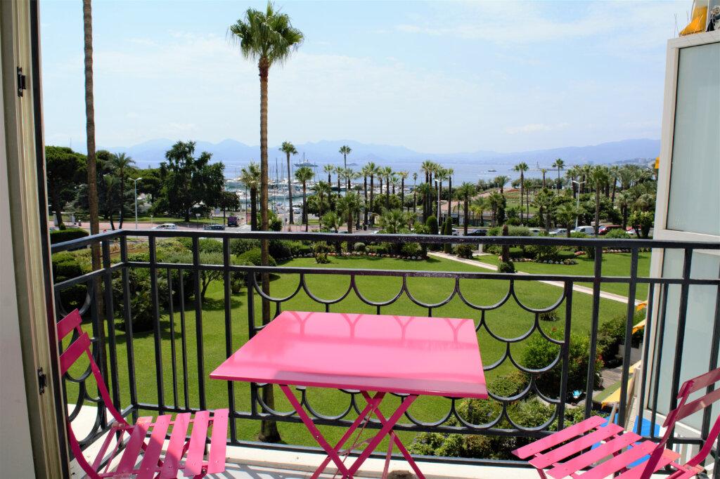 Appartement à louer 3 105m2 à Cannes vignette-1
