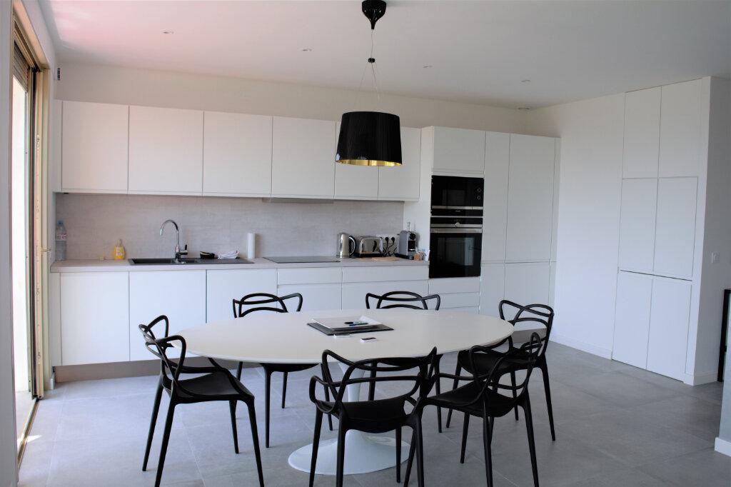 Appartement à louer 3 105m2 à Cannes vignette-2