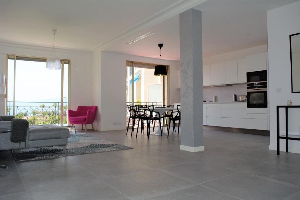 Appartement à louer 3 105m2 à Cannes vignette-3