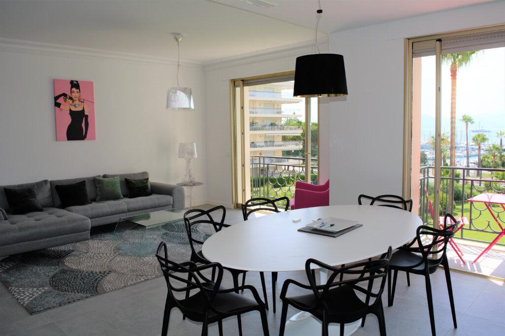 Appartement à louer 3 105m2 à Cannes vignette-4