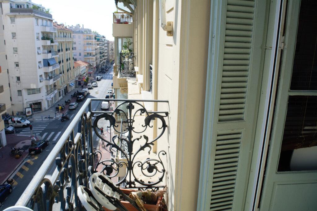 Appartement à louer 3 63.76m2 à Nice vignette-2