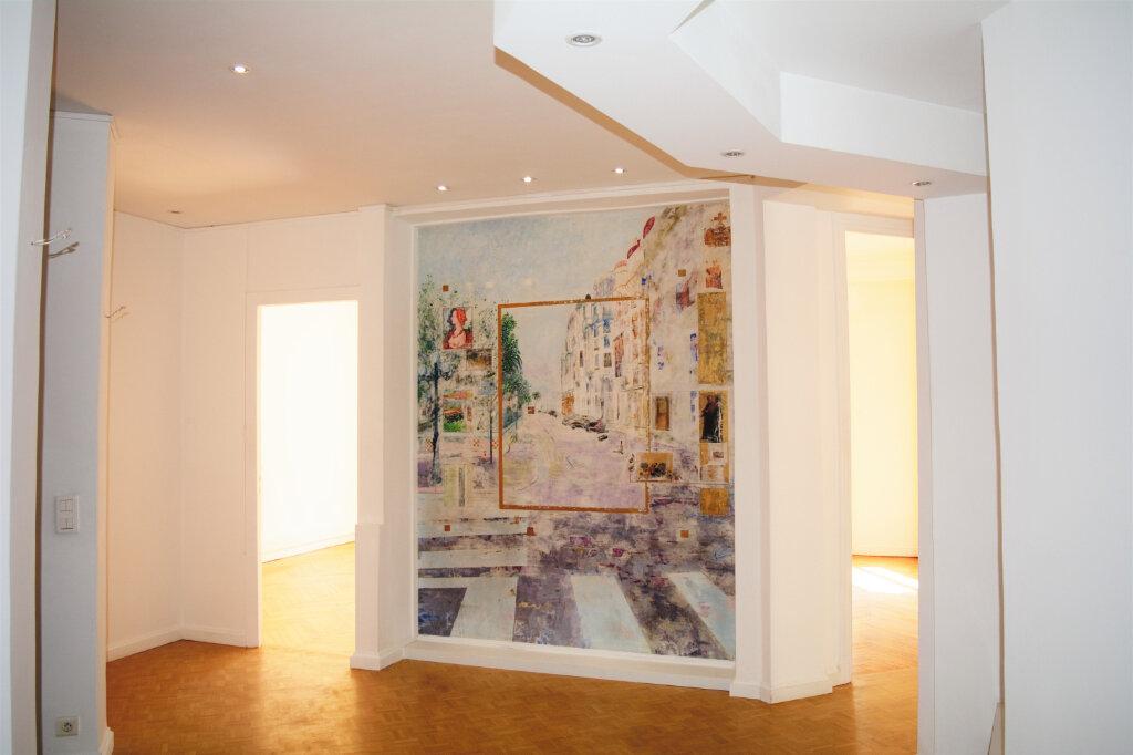 Appartement à louer 4 105m2 à Nice vignette-1