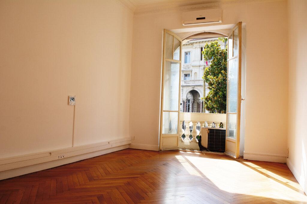 Appartement à louer 4 105m2 à Nice vignette-2
