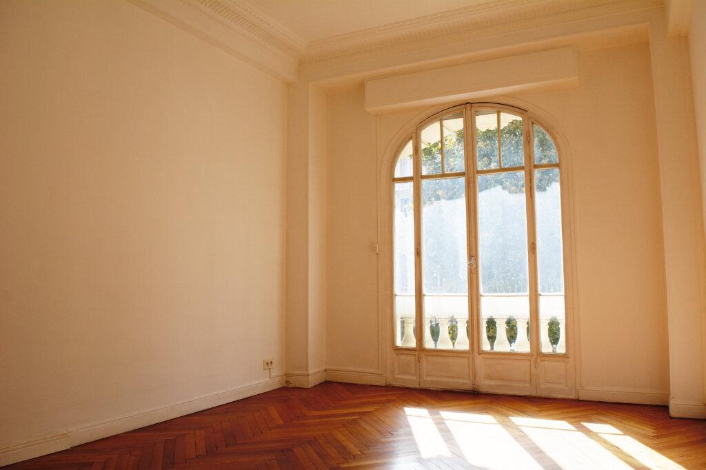 Appartement à louer 4 105m2 à Nice vignette-3