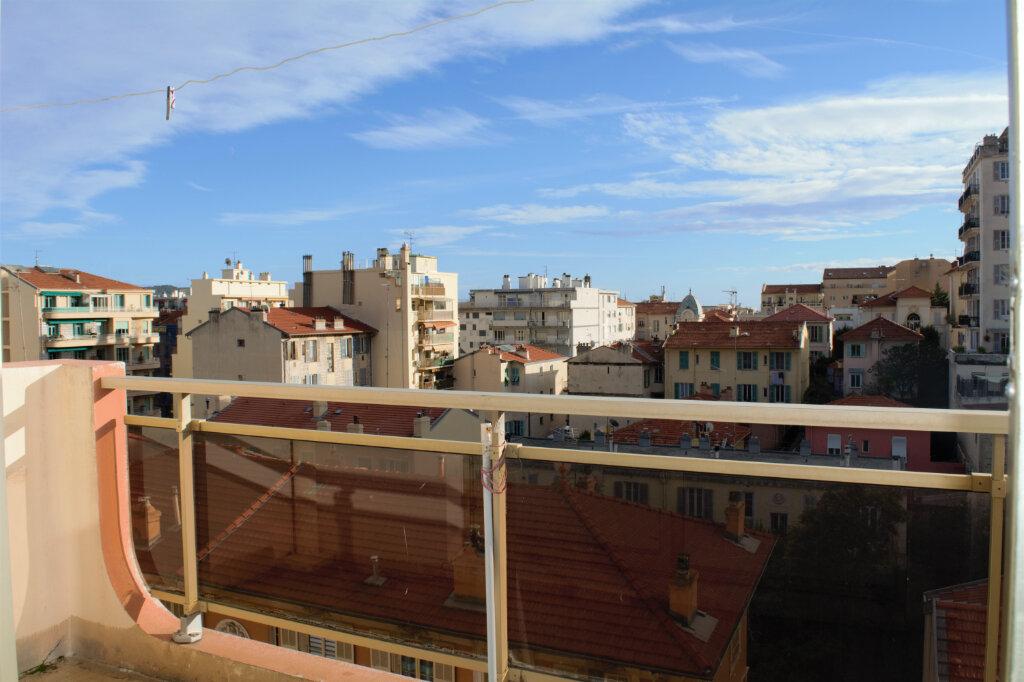 Appartement à louer 2 49m2 à Nice vignette-2