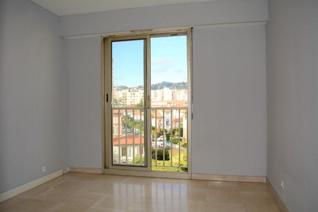 Appartement à louer 2 49m2 à Nice vignette-3
