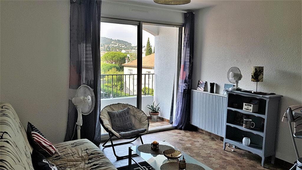 Appartement à louer 1 20.65m2 à Hyères vignette-4