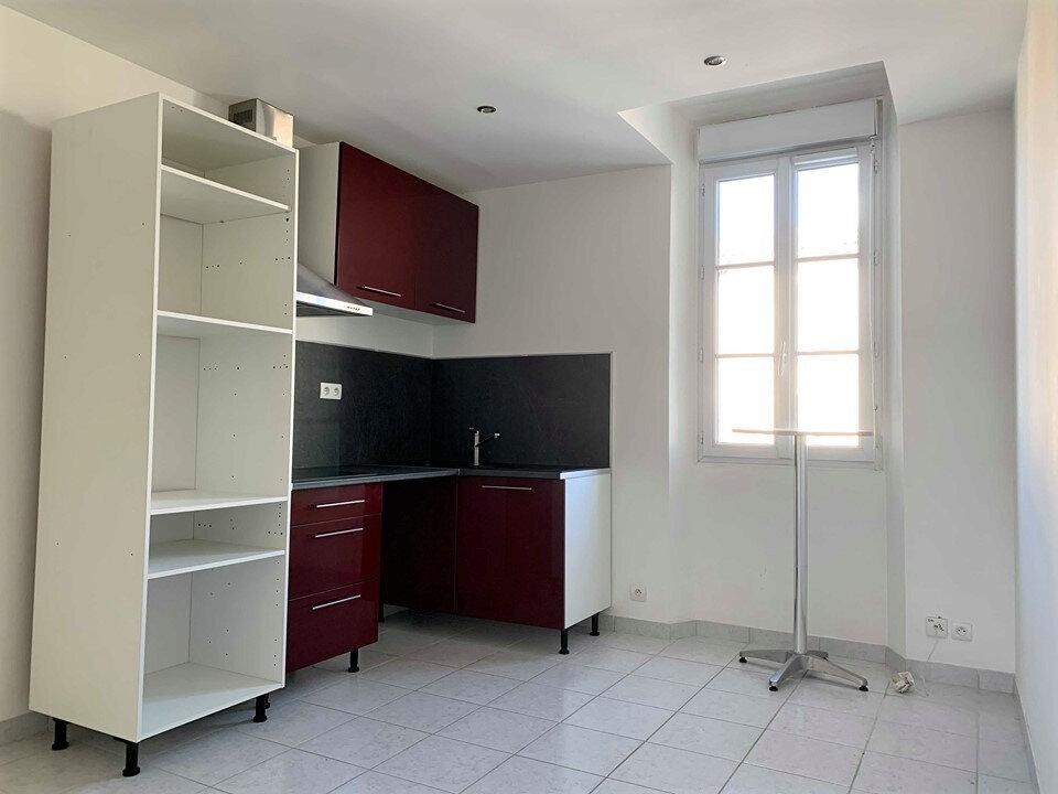 Appartement à louer 3 38m2 à La Londe-les-Maures vignette-2