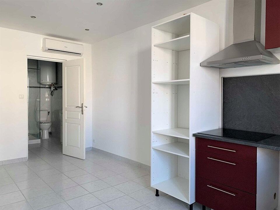 Appartement à louer 3 38m2 à La Londe-les-Maures vignette-3