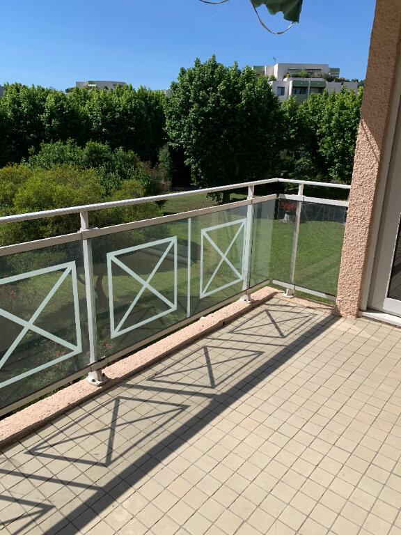 Appartement à louer 2 66.52m2 à Hyères vignette-1