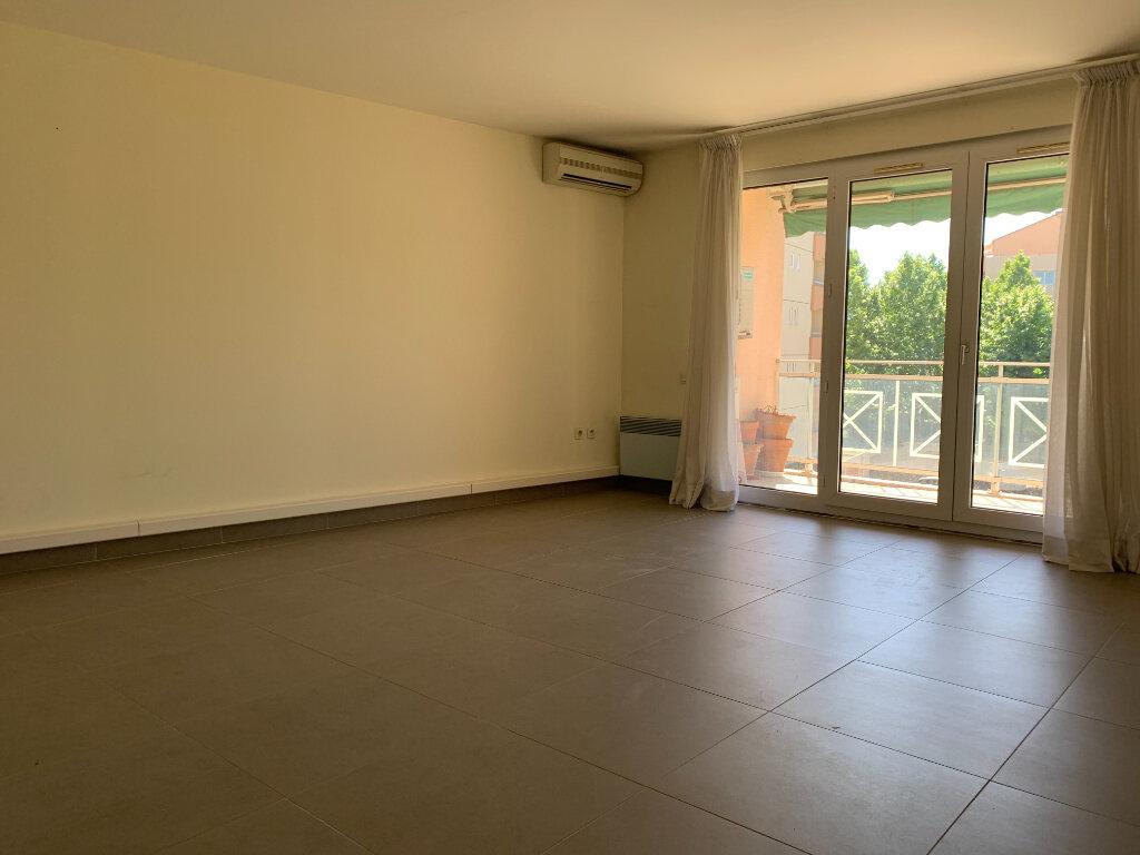 Appartement à louer 2 66.52m2 à Hyères vignette-3