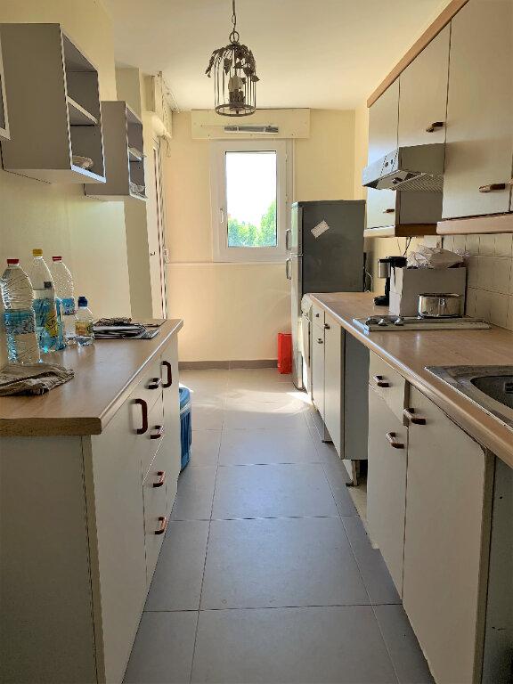 Appartement à louer 2 66.52m2 à Hyères vignette-4