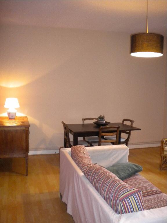 Appartement à louer 3 64m2 à Mazamet vignette-1