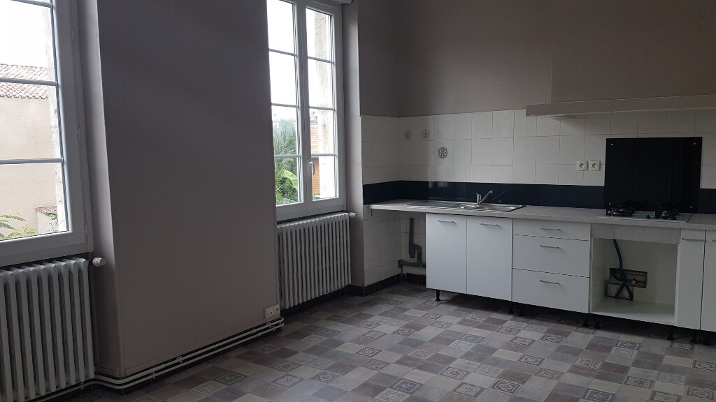 Appartement à louer 4 141m2 à Castres vignette-3