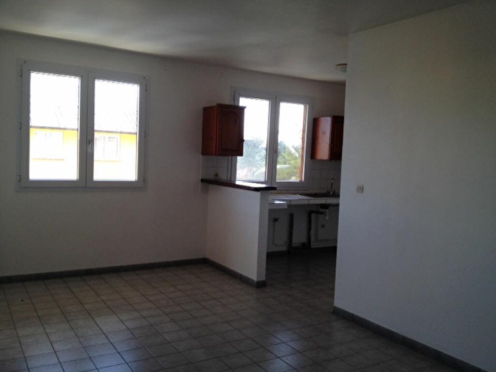 Appartement à louer 2 45m2 à Remire-Montjoly vignette-1