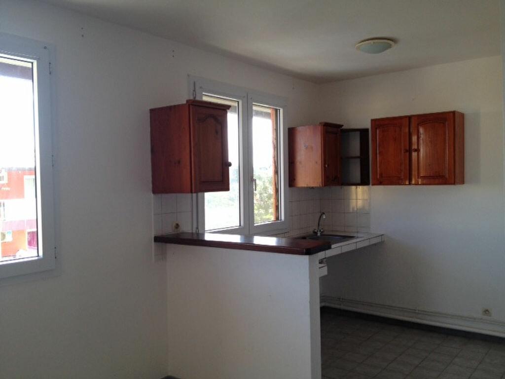 Appartement à louer 2 45m2 à Remire-Montjoly vignette-2