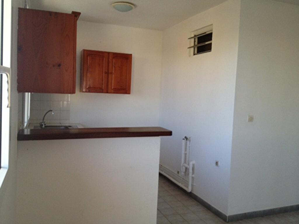 Appartement à louer 2 45m2 à Remire-Montjoly vignette-6