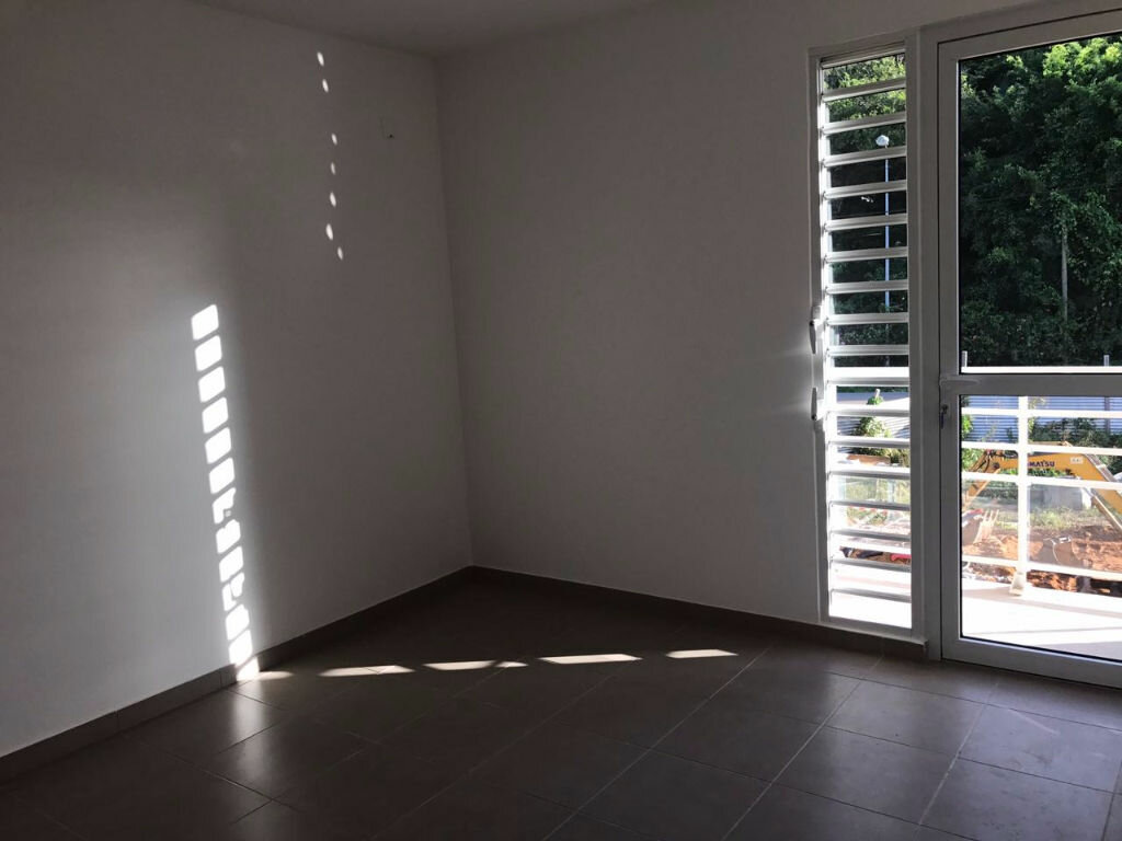 Appartement à louer 3 65.69m2 à Remire-Montjoly vignette-2
