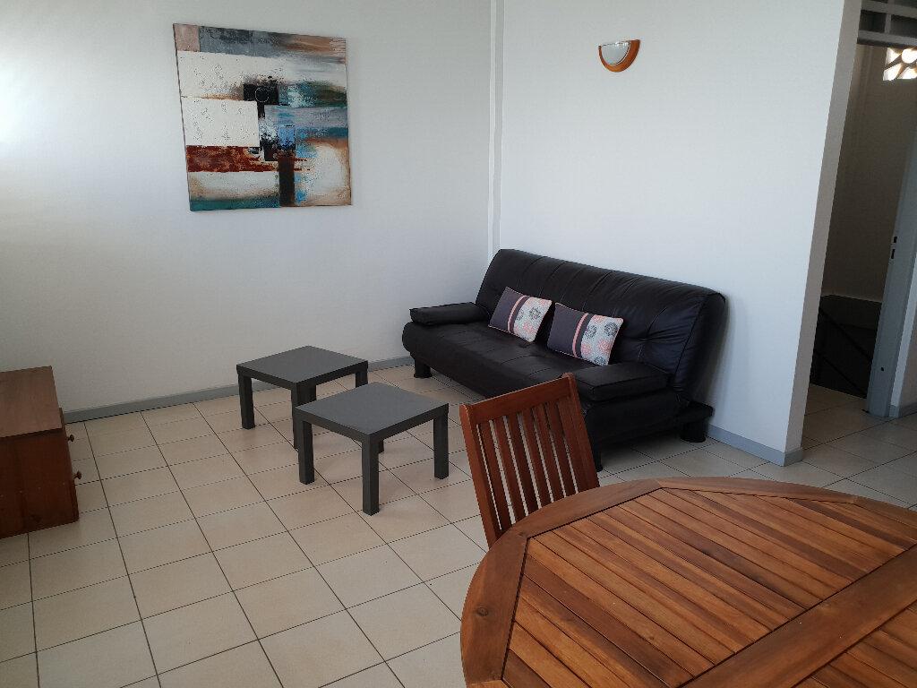 Appartement à louer 3 55m2 à Cayenne vignette-1