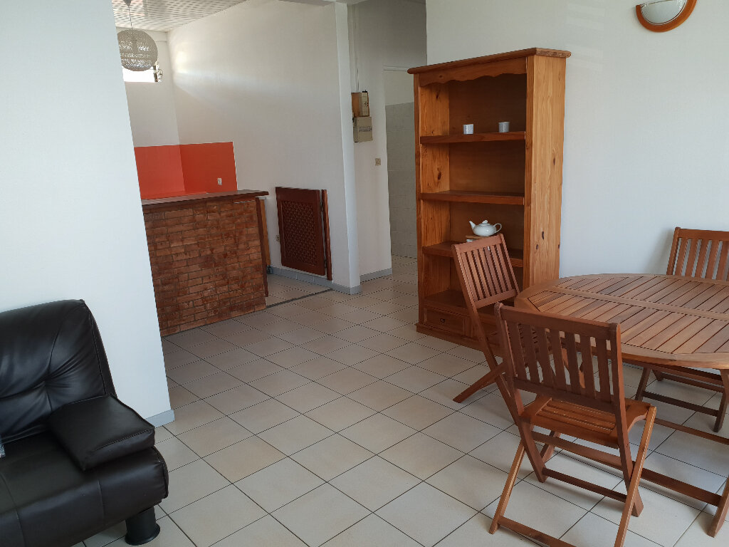 Appartement à louer 3 55m2 à Cayenne vignette-3