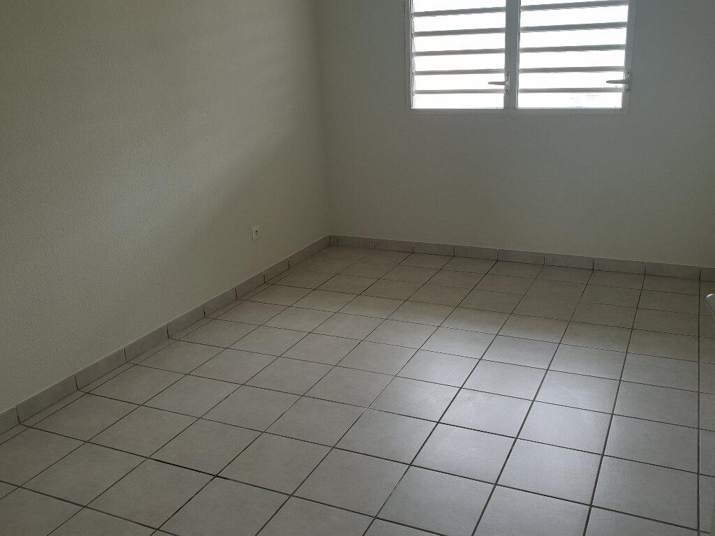 Appartement à louer 3 67.04m2 à Cayenne vignette-6