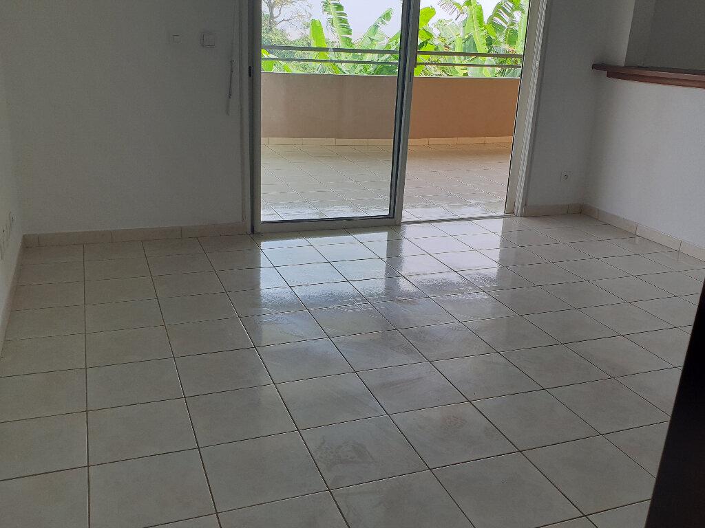 Appartement à louer 5 97m2 à Remire-Montjoly vignette-4