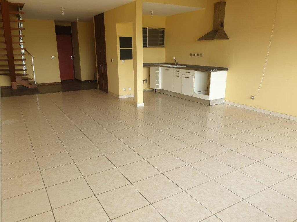 Appartement à louer 2 73m2 à Cayenne vignette-3