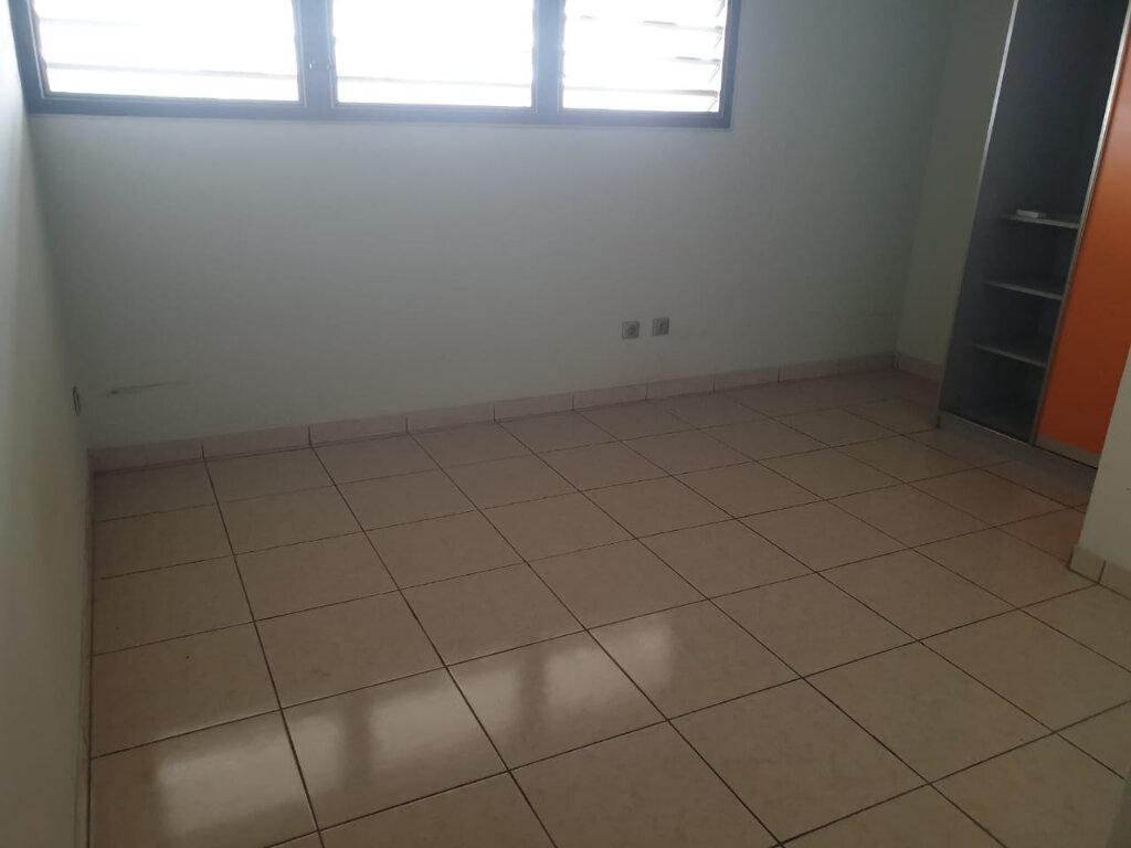 Appartement à louer 2 73m2 à Cayenne vignette-6