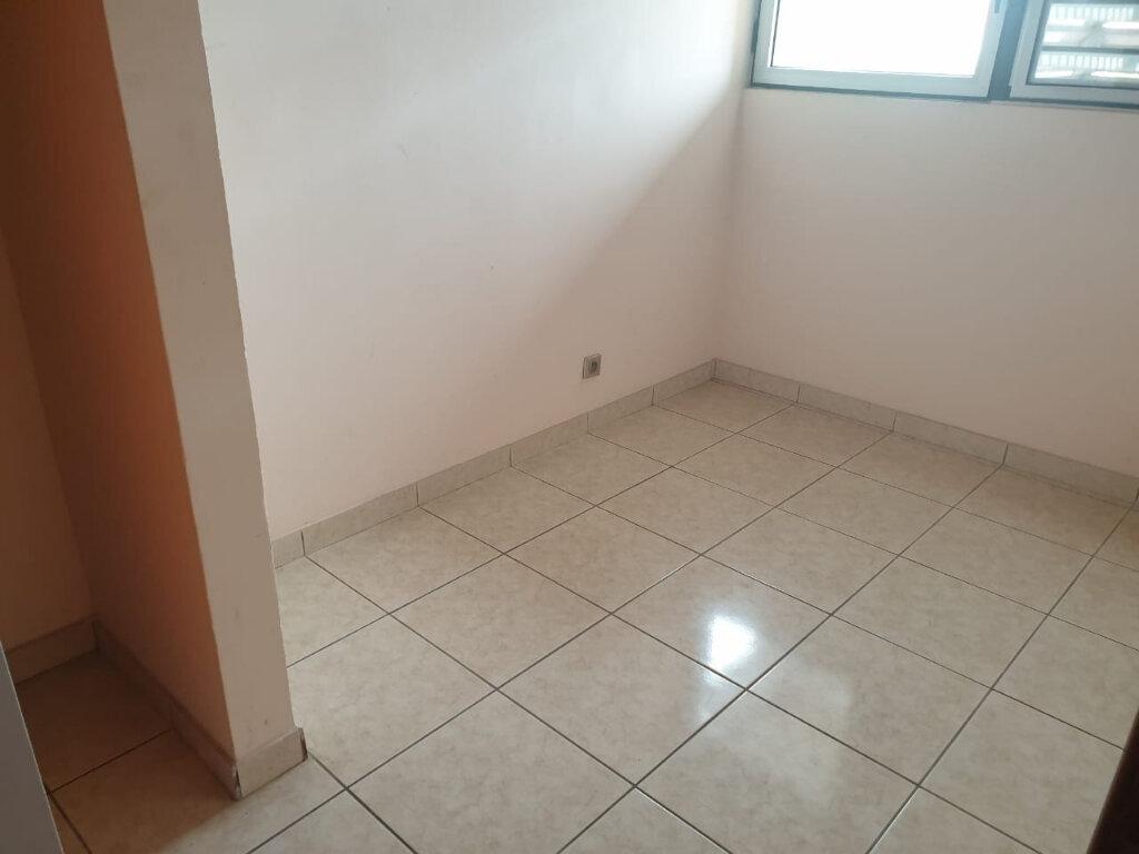 Appartement à louer 2 73m2 à Cayenne vignette-7