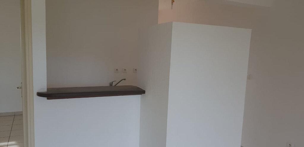 Appartement à louer 2 41.52m2 à Cayenne vignette-3