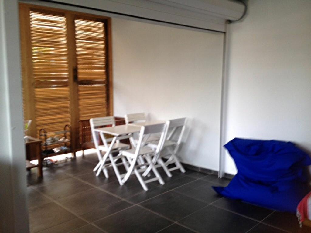 Appartement à louer 2 50m2 à Remire-Montjoly vignette-2