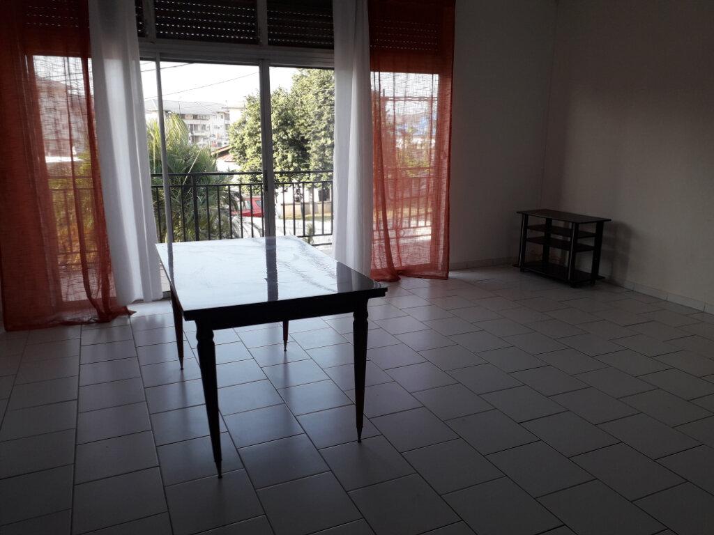 Immeuble à vendre 0 142m2 à Cayenne vignette-3